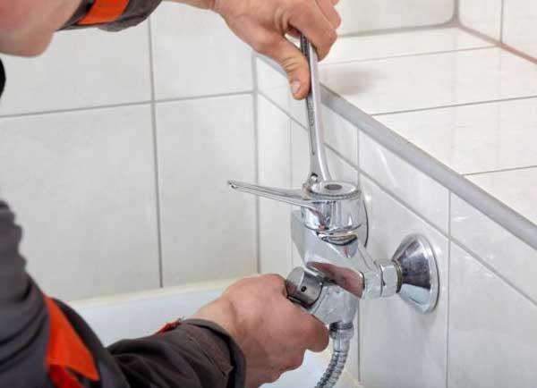 Установка ванны с смесителем своими руками