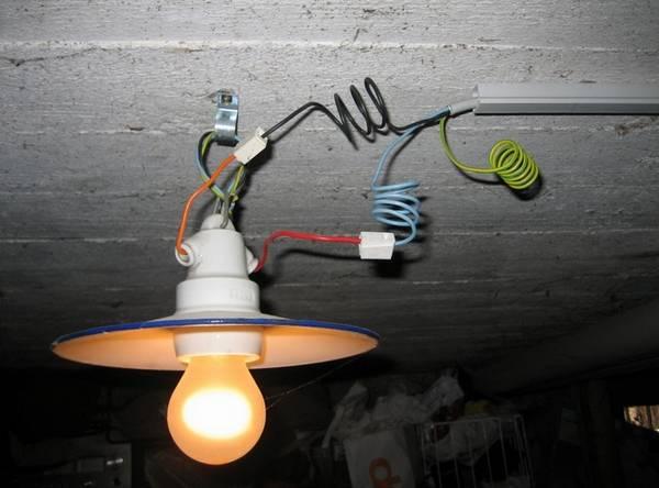Освещение в подвале жилого дома и гаража своими руками
